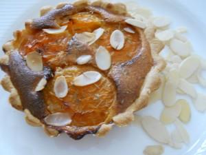 Tartelette aux abricots, thym, miel et amandes