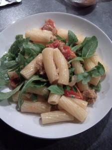 Rigatoni à la saucisse italienne et aux tomates fraîches