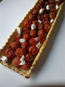 Tarte aux tomates, pesto, mozzarella