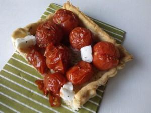 Tarte aux tomates, pesto et mozzarella