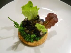 Tartelette aux escargots, purée de persil