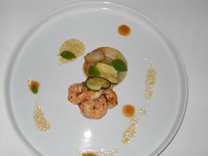 Oignon et courgette grillés, gambas, tapioca et gelée de pommes