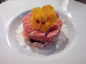 Saumon mi-cuit, taboulé au tandori, sauce au yaourt